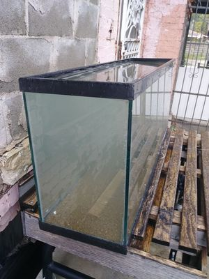 Fish tank. 40 gal for Sale in Lockport, IL