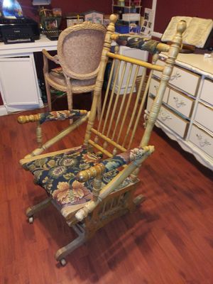 Antique rockin chair for Sale in Palmdale, CA