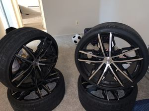 "22"" custom silver and black all 4 with tires for Sale in Upper Marlboro, MD"