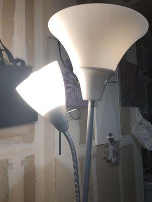 Floor lamp excellent condition for Sale in Elk Grove, CA
