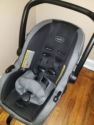 Evenflo car seat w/ base for Sale in Celina, OH