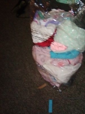 Free girl clothes size 2t for Sale in Lompoc, CA