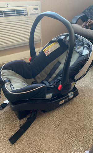 Graco infant and newborn car seat for Sale in San Jose, CA