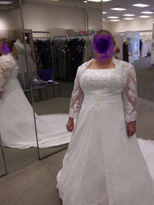 Davids Bridal 18W Wedding Dress with Much More for Sale in Peoria, IL