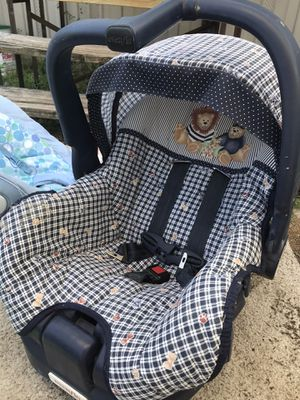Car seat/ bouncy and some never used reusable diapers for Sale in Branford, FL