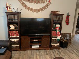 TV Console w/ bookshelves for Sale in Sebring, FL