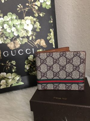 Gucci wallet for Sale in Tampa, FL
