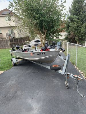12 foot aluminum boat with trailer good condition for Sale in Staten Island, NY