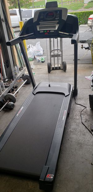 Pro-form sport 7.5 treadmill 325lbs weight Capacity great cardio machine for your home gym for Sale in Anaheim, CA
