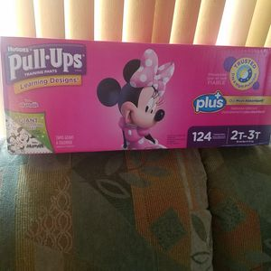 HUGGIES PULL UPS SIZE 2T-3T WITH GIANT COLORING MAT 124 COUNT for Sale in Rancho Cucamonga, CA