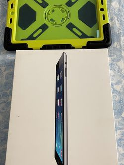 Like New IPad 4th Gen + OtterBox Case for Sale in San Diego,  CA