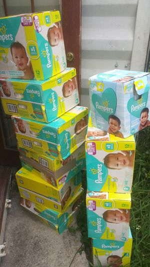 Nine 148 count pampers. Size 2. with a 720 count wipes for Sale in Miami, FL