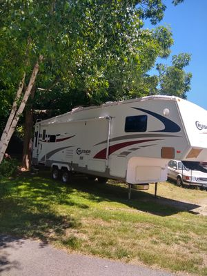 Camper trailer, 2006 fifthwheel, 28ft for Sale in Foxborough, MA