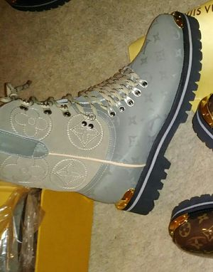 2019 LOUIS VUITTON MONOGRAM BOOTS for Sale in Silver Spring, MD