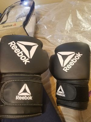 reebok boxing gloves and 5 mouthpieces for Sale in Bakersfield, CA