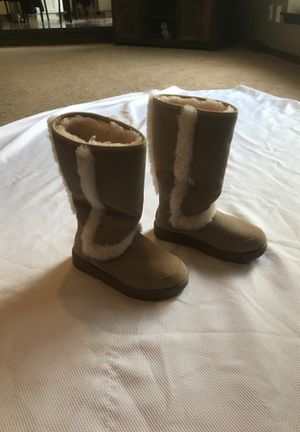 Size 8 Ugg's for Sale in Venetia, PA