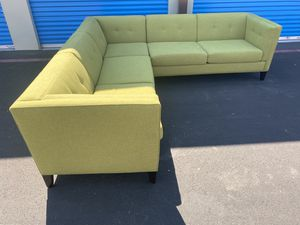 SECTIONAL COUCH IN EXCELLENT CONDITION DELIVERY AVAILABLE for Sale in Las Vegas, NV