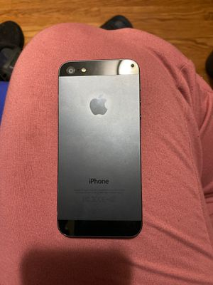 iPhone 5 for Sale in Oakland, CA