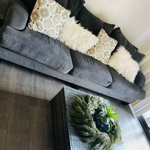 Sofa 6 Ft And Table for Sale in Rancho Cucamonga, CA