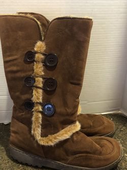 Women's Brown Ugg Like Boots Size 8 for Sale in Manassas,  VA