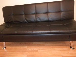 LEATHER BLACK FUTON / BED for Sale in Sebring, FL