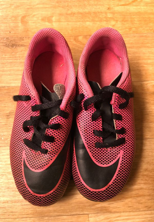 Soccer shoes 11c nike (free)