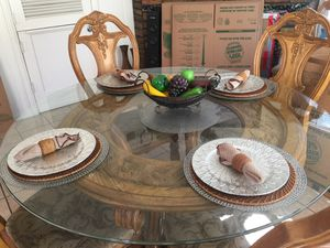 Dining room / Kitchen Table Set with 6 Chairs for Sale in Merced, CA