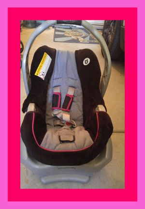 Infant car seat with base for Sale in Riverside, CA