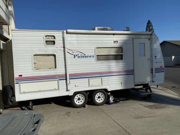 """Travel Trailer 18"""" foot ft 2003 white excellent condition ..."""
