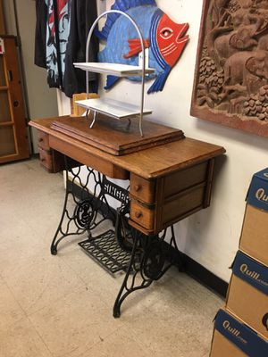 Singer sewing machine and cabinet 1930s for Sale in Fort Lauderdale, FL