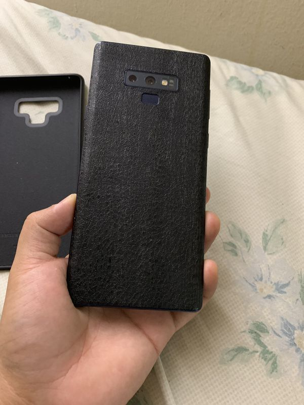 Samsung galaxy note 9, with 128 gb sd card and ur3 beats