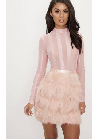 Dusty Pink Feather Dress SIZE MEDIUM for Sale in Cleveland, OH