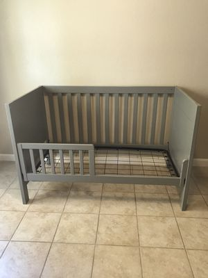Toddler bed for Sale in Moreno Valley, CA
