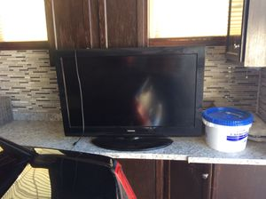 40 inch toshiba with remote works great. Roseville to pickup. 38 cash. For tv remote. 38 cash u pickup now for Sale in Sacramento, CA