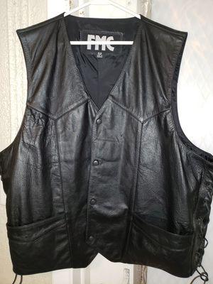 Men's leather riding vest for Sale in BELLEAIR BLF, FL