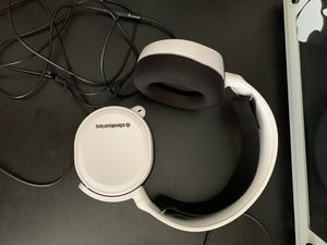 Steelseries Arctis 3 Wired headset for Xbox Ps4 switch and PC for Sale in San Diego, CA