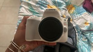 canon rebel sl2 - white for Sale in Lauderdale Lakes, FL