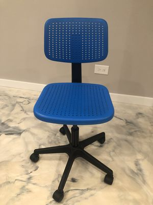 Kids desk chair for Sale in Queens, NY