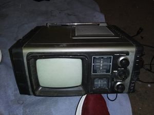 VINTAGW 1978 J.C.Penney solid state portable tv/radio for Sale in Kingsport, TN