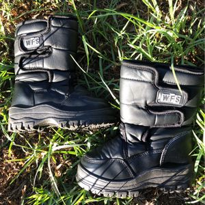 WFS Kids Snow Boots Size 11 for Sale in Commerce, CA