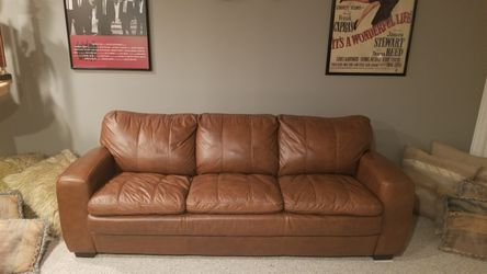 LEATHER PULL OUT BED COUCH for Sale in Mokena,  IL