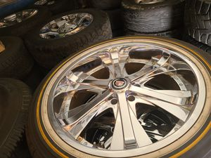 "Wheels and tires 305/40r22"" 6 lug escalade avalanche gmc Silverado Tahoe Yukon suburban 6x5,5 oe 6x139,7 for Sale in Riverside, CA"