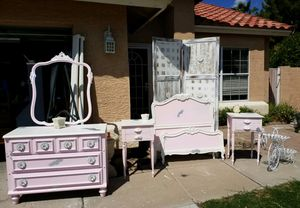 MUST SEE! Adorable Girl's Twin Size Bedroom Set for Sale in Mesa, AZ