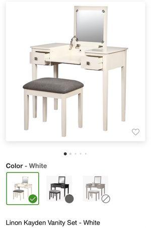 Vanity Desk for Sale in Long Beach, CA