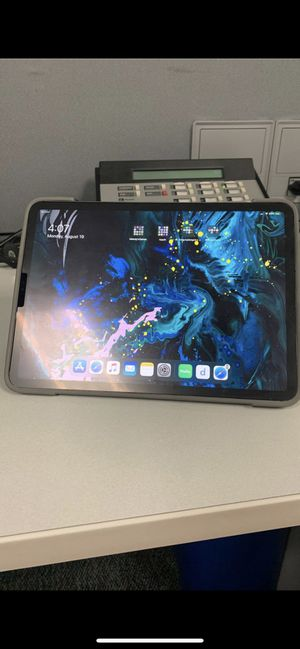 """Verizon iPad Pro 11"""" 256gb with extras for Sale in St. Petersburg, FL"""