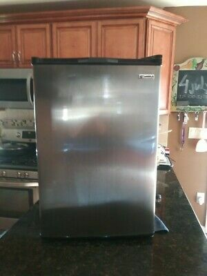 Kenmore compact refrigerator 4.6 cu ft for Sale in Wichita, KS