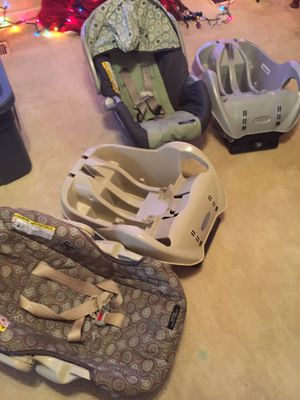 2 Infant car seats with matching bases for Sale in Aliquippa, PA