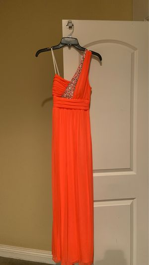 PROM DRESS IN. Coral pink color size small in juniors for Sale in Murrieta, CA