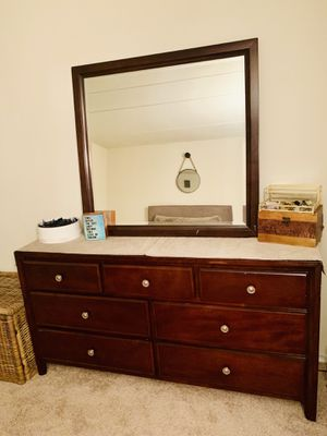 MUST GO ASAP! Price lowered!! Dresser 7 drawers and mirror. Great condition. Great quality for Sale in Alexandria, VA