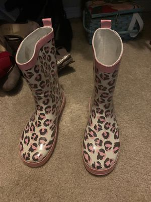 Kids 4-5 rain boots pink and brown leopard print for Sale in Fort Lauderdale, FL